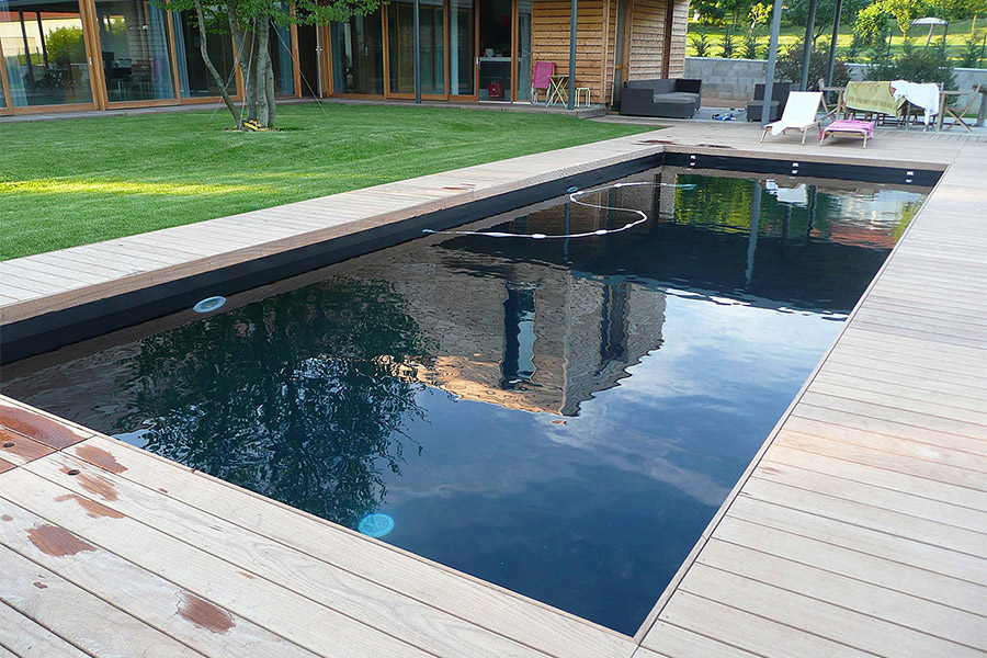 Conception piscine en pvc noir